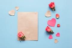 Concept de jour du ` s de Valentine avec la moquerie de fond de coeur  Photographie stock libre de droits