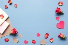 Concept de jour du ` s de Valentine avec la moquerie de fond de coeur  Images stock