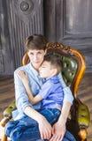 Concept de jour du ` s de mère : Mère et fils de sourire heureux Photo libre de droits
