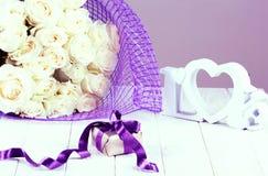 Concept de jour du ` s de Valentine avec le boîte-cadeau, lettres Photo stock