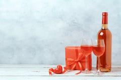 Concept de jour de valentines avec du vin Photos libres de droits