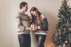 Concept de Joyeux Noël et de bonne année coup élégant de hippie Image stock