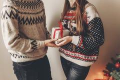 Concept de Joyeux Noël et de bonne année coup élégant de hippie Photos libres de droits