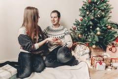 Concept de Joyeux Noël et de bonne année coup élégant de hippie Images stock