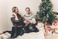 Concept de Joyeux Noël et de bonne année coup élégant de hippie Photographie stock libre de droits
