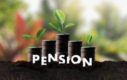Concept de l'épargne d'argent de pension et retraite et peopl financiers Photographie stock libre de droits