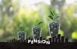 Concept de l'épargne d'argent de pension et retraite et peopl financiers Photo stock