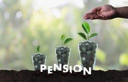 Concept de l'épargne d'argent de pension et retraite et peopl financiers Photos libres de droits