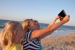 Concept de l'amitié, amusement pendant l'été Photos stock