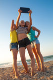 Concept de l'amitié, amusement pendant l'été avec nouveau Images stock