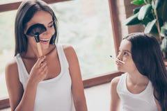 Concept de l'amitié et de la confiance entre la mère et la fille ! Bea Photographie stock