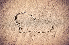 Concept de l'amour.  coeur dans le sable Photographie stock