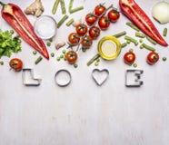 Concept de la bonne nutrition, divers légumes, épices et pétrole, avec la frontière d'amour de mot, endroit pour le texte sur le  Images stock