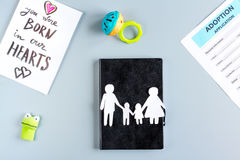 Concept de la famille avec le carnet et chiffres sur la vue de bureau Photos libres de droits