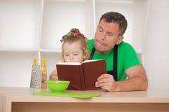 Concept de la famille, petite fille mignonne avec le père Photo libre de droits