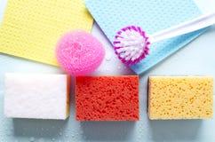 Concept de la propreté et de la fraîcheur après élimination de la vue de dustTop de l'ensemble de différents articles de lavage L photos libres de droits