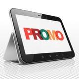 Concept de la publicité : Tablette avec le promo sur l'affichage Images libres de droits