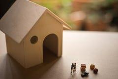 Concept de la vie ou d'investissement immobilier de couples Image stock
