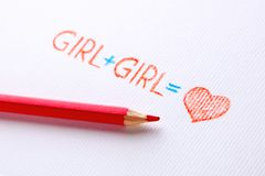 Concept de lesbienne La fille dessinée par crayon plus la fille est amour, coeur photo stock