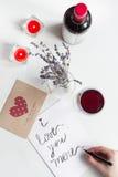 Concept de lettre d'amour de jour du ` s de Valentine sur le fond blanc Photos stock