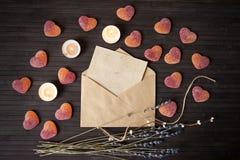 Concept de lettre d'amour de Valentine Day, vue supérieure Photographie stock