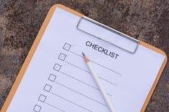 Concept de liste de contrôle - liste de contrôle, papier et un stylo avec l'OE de liste de contrôle Photo libre de droits