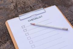 Concept de liste de contrôle - liste de contrôle, papier et un stylo avec l'OE de liste de contrôle Image stock