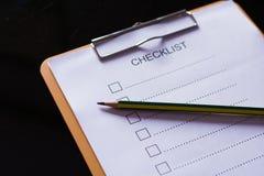 Concept de liste de contrôle - liste de contrôle, papier et un stylo avec l'OE de liste de contrôle Images stock