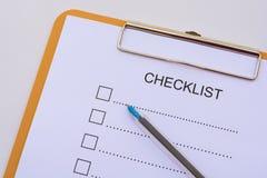 Concept de liste de contrôle - liste de contrôle, papier et un stylo avec l'OE de liste de contrôle Photos libres de droits