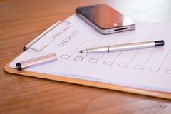 Concept de liste de contrôle - liste de contrôle, papier et un stylo avec l'OE de liste de contrôle Images libres de droits