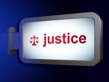Concept de loi : Justice et échelles sur le fond de panneau d'affichage Photographie stock