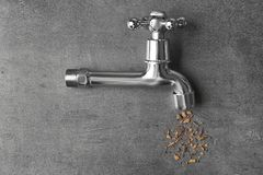 Concept de manque d'eau Tapez avec la rouille photos stock