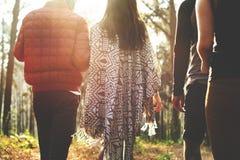Concept de marche de randonneur de voyage de couples de camping Photo stock