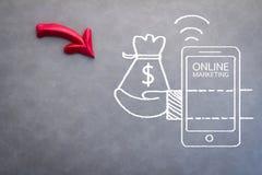 Concept de marketing en ligne avec le croquis sur le fond gris Image stock