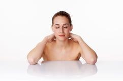 Concept de massage, de bien-être et de bodycare avec la détente de la femme 20s Photographie stock libre de droits
