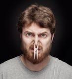 Concept de mauvaise odeur - chevillez sur le nez mâle Photographie stock