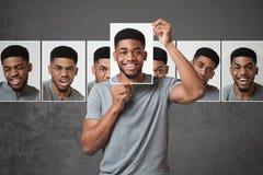 Concept de mens die uitdrukking van gezicht kiezen stock afbeelding