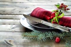 Concept de menu de Noël avec les plats noirs et les couverts décorés Image libre de droits