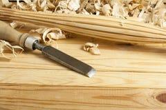Concept de menuiserie Lieu de travail de charpentier de menuisier Outils de construction sur la table en bois avec l'espace de co Photo libre de droits