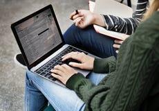 Concept de mise en réseau de télécommunications mondiales de Coneection d'email photographie stock libre de droits