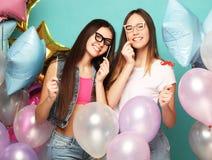 Concept de mode de vie, d'amis et de personnes : meilleur ami de filles de hippie Photos stock