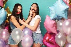 Concept de mode de vie, d'amis et de personnes : meilleur ami de filles de hippie Photo stock