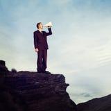 Concept de montagne de Shouting Megaphone Top d'homme d'affaires photographie stock