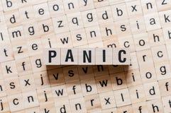 Concept de mot de panique sur des cubes photos libres de droits