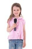 Concept de musique - petite fille mignonne avec le microphone d'isolement sur le whi images stock