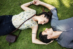 Concept de nature de parc de datation d'unité de couples d'amants Photographie stock libre de droits