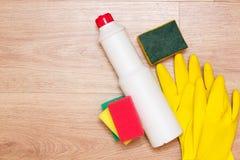 Concept de nettoyage de Chambre Produits d'entretien image stock
