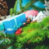 Concept de Noël avec les branches et les décorations impeccables images libres de droits