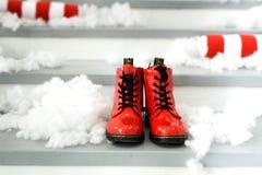 Concept de Noël avec les chaussures rouges Chaussures du ` s de Santa photo libre de droits