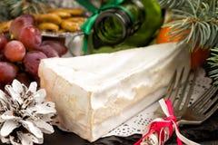 Concept de Noël Brie de fromage et mandarines gastronomes de camembert Photographie stock